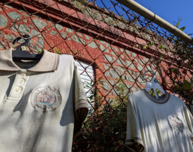 As a sign of protest, parents left their students' uniforms pinned on the fence of the Luis Muñoz Grillo school in Caguas after it closed.